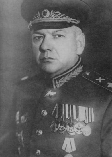 黑色 苏联/炮兵元帅奇斯佳科夫注意黑色帽墙和肩章上的炮兵符号