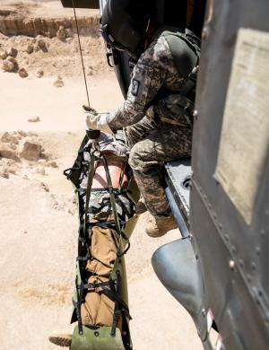 托载伤员的平安方舟——管窥美军现役军用担架