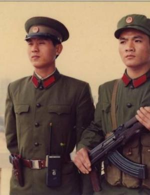 献礼八一·中国人民武装警察部队30年间作训服的变迁(1)