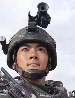 从大阅兵说起:头盔装手电并没什么不可以