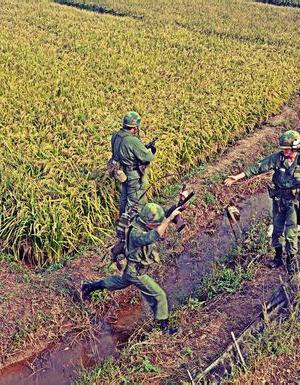 US-1951天津小站镇军迷嘉年华活动中的越战重演