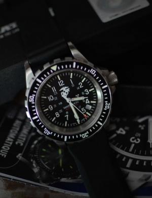军迷们如何选择一块合适的腕表